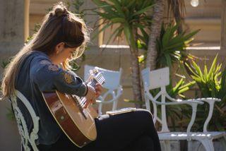 Clases de canto, teoría musical y guitarra