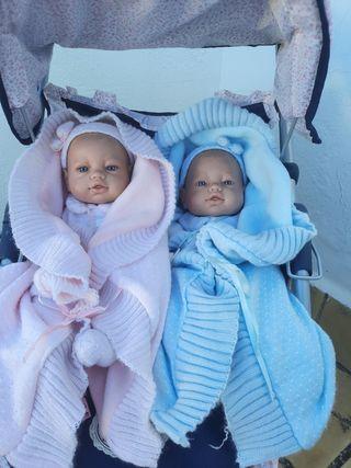 bebés gemelos niño y niña