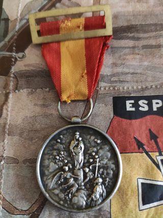 """La medalla de """"División azul"""""""
