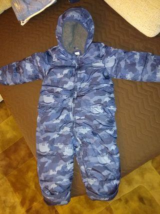 Buzo bebé camuflaje capucha GAP talla 24meses