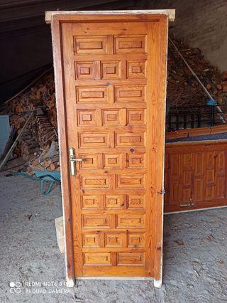Puertas castellanas madera maciza.