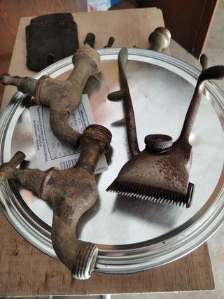 grifos llaves máquina de afeitar etc