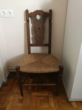 silla rústica de madera