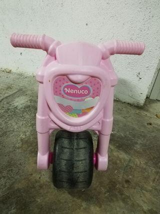 Moto correpasillos niña.