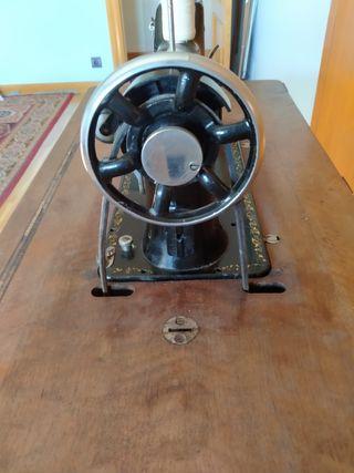 máquinas de coser,las dos por 140€
