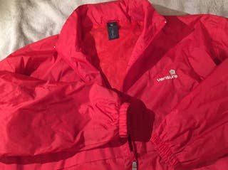 Chubasquero rojo buena calidad con capucha