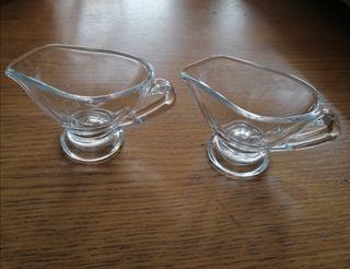 2 jarritas pequeñas de cristal