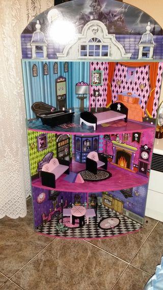 casa de muñecas Monster hight