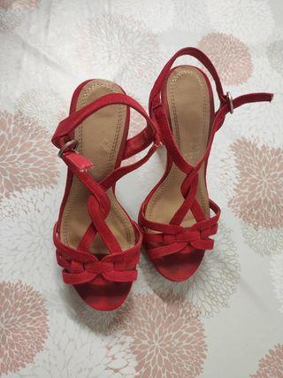 Sandalias rojas con plataforma