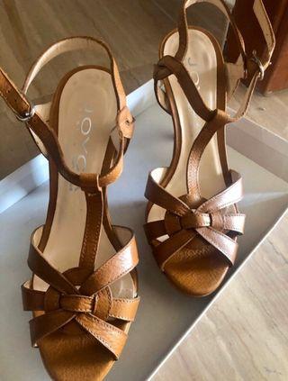 Sandalia piel marca Lodi