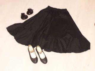 Falda flamenca, zapatos y castañuelas