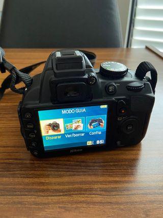 Nikon D3100 con objetivo AF-S nikkor 18-55 mm.