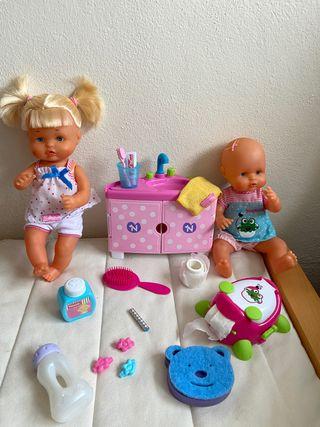 Nenucos traviesos en el baño