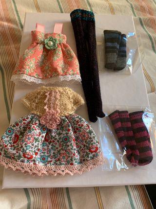 2 vestidos, medias y calcetines Blythe