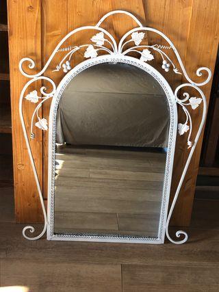 Espejo de hierro forjado blanco