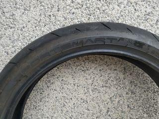 neumático de moto delantero