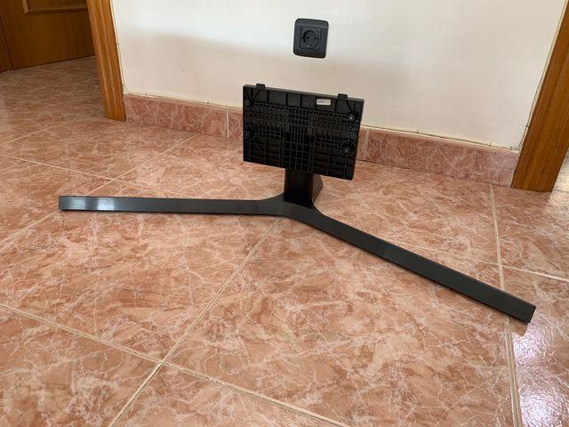 Pie/soporte de TV Samsung 55RU7405 de 55 pulgadas
