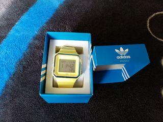 se vende reloj marca Adida