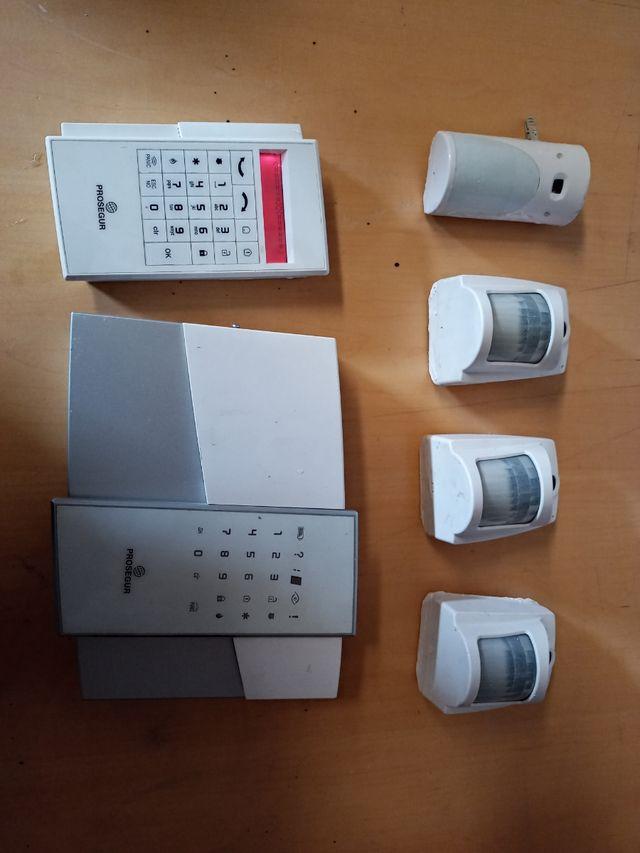 central alarma y cámaras