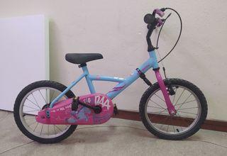 Bicicleta sin ruedines azul y rosa