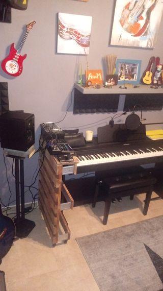 CLASES DE CANTO , GUITARRA Y PIANO