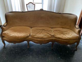 Sofá antiguo, muy bonito y decorativo.