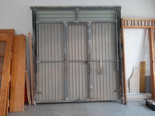 puerta de garaje con motor y mando
