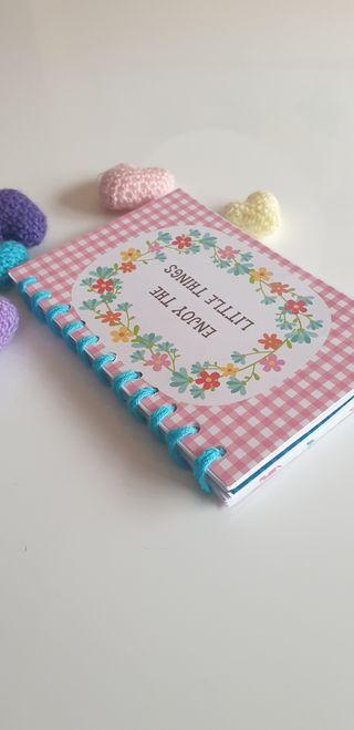 Cuaderno artesanal.