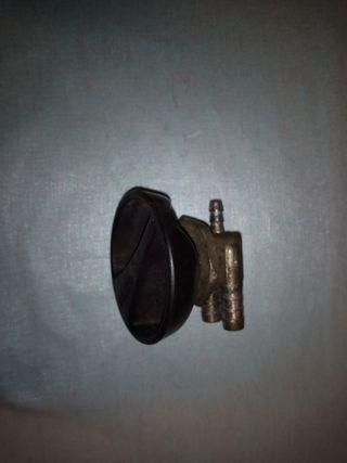 Derbi GPR 75, llave de Gasolina
