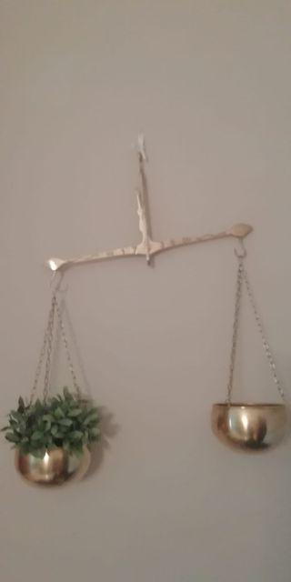Antigua báscula de latón