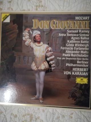 Colección de discos de vinilo de música clásica.