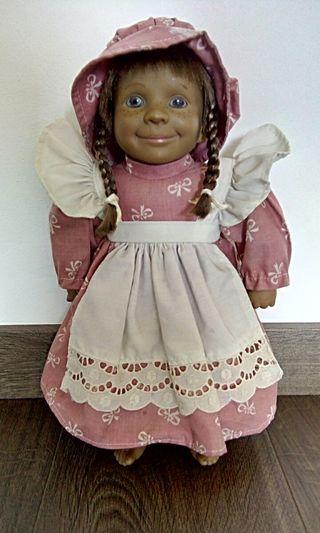 Muñeca con vestido largo y sombrero