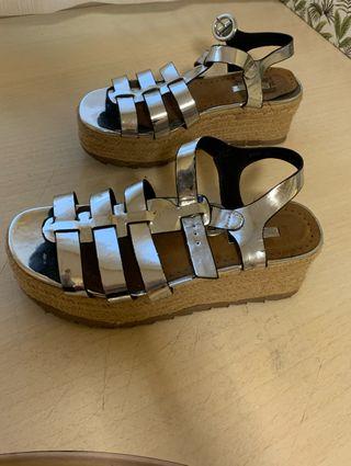 Sandalias con plataforma plateadas