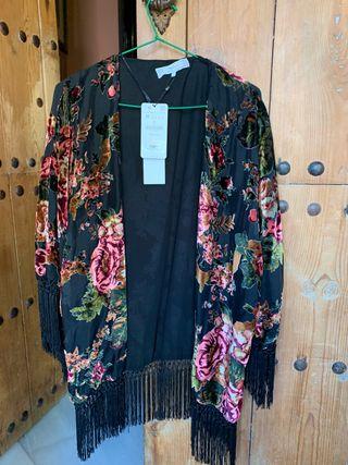 Ponchó/chaqueta Zara con etiquetas