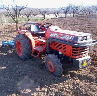Tractor kubota L2550