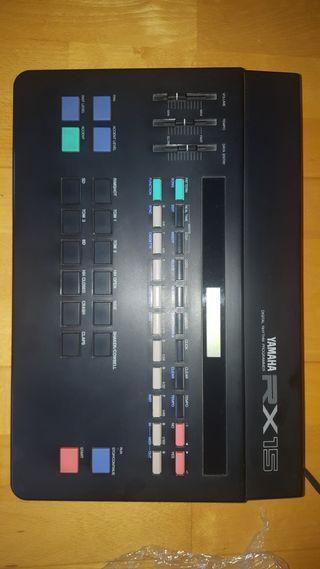 Antigua caja de ritmos YAMAHA RX 15