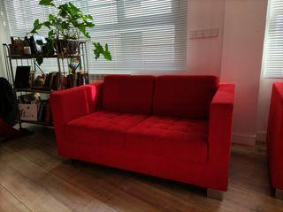 sofá rojo Grassoler de 2 plazas. Muy elegante.