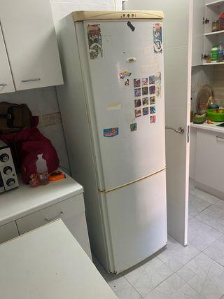 Pack (nevera, frigo pequeño y horno)