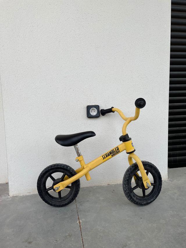 Scrambler Ducati amarilla