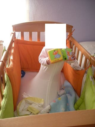 Cuna de bebé de madera + cojín de lactancia