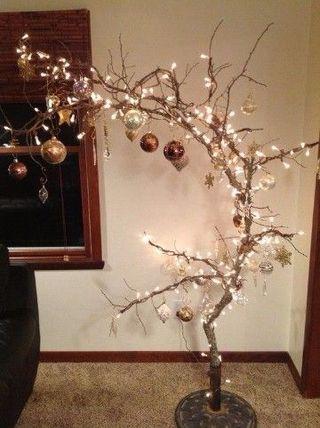 Árboles de navidad con ramas secas hecho a mano