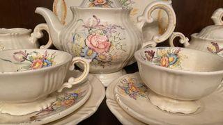 Juego de té antiguo y vajilla