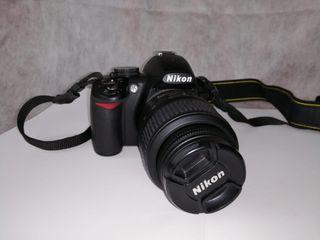 Se vende cámara réflex Nikon D3100.