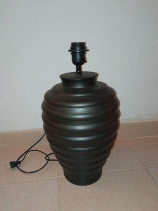 Pie de lámpara de barro grande