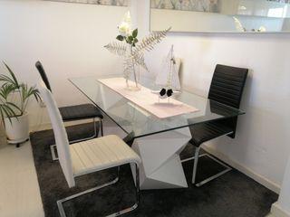 mesa y sillas 300€
