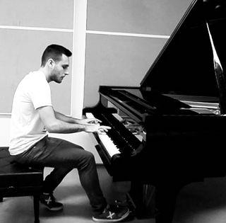 Clases de piano y lenguaje musical.
