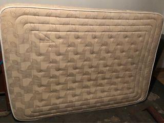 Colchón y base tapizada de 135x190