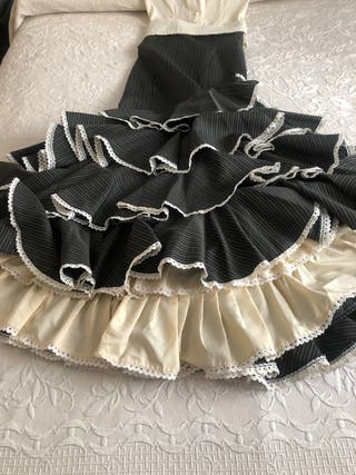 Preciosa falda Rociera con camisa y fajín
