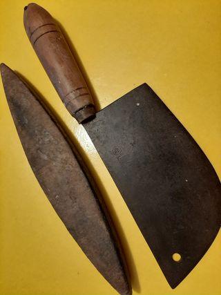 Cuchillo antiguo de carniceria y piedra afilar