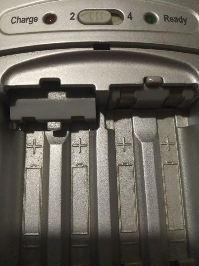 Cargador pilas Energy Sistem + Enchufe para coche